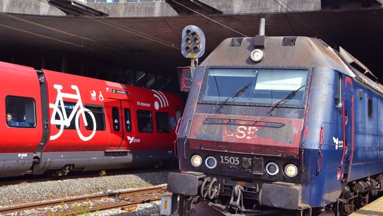 s tren y tren en la estación de Roskilde, Copenhague | stylefeelfree
