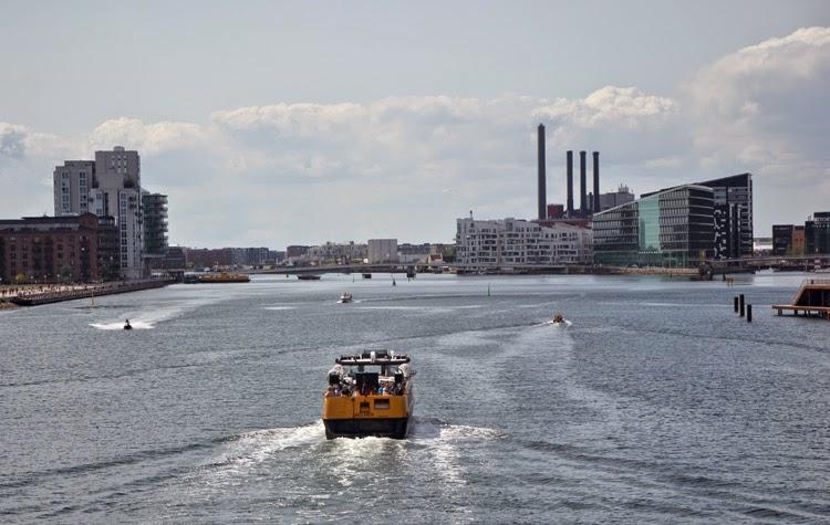 Panorámica con Havnebussen, bus marítimo en Copenhague | stylefeelfree